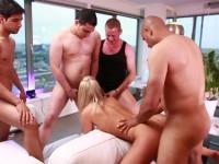 chelsey pornocasting met tien mannen